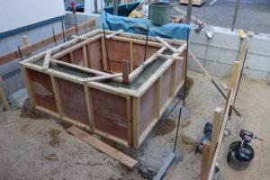 壁泉の庭、下準備。おしゃれな庭も下準備から。のイメージ