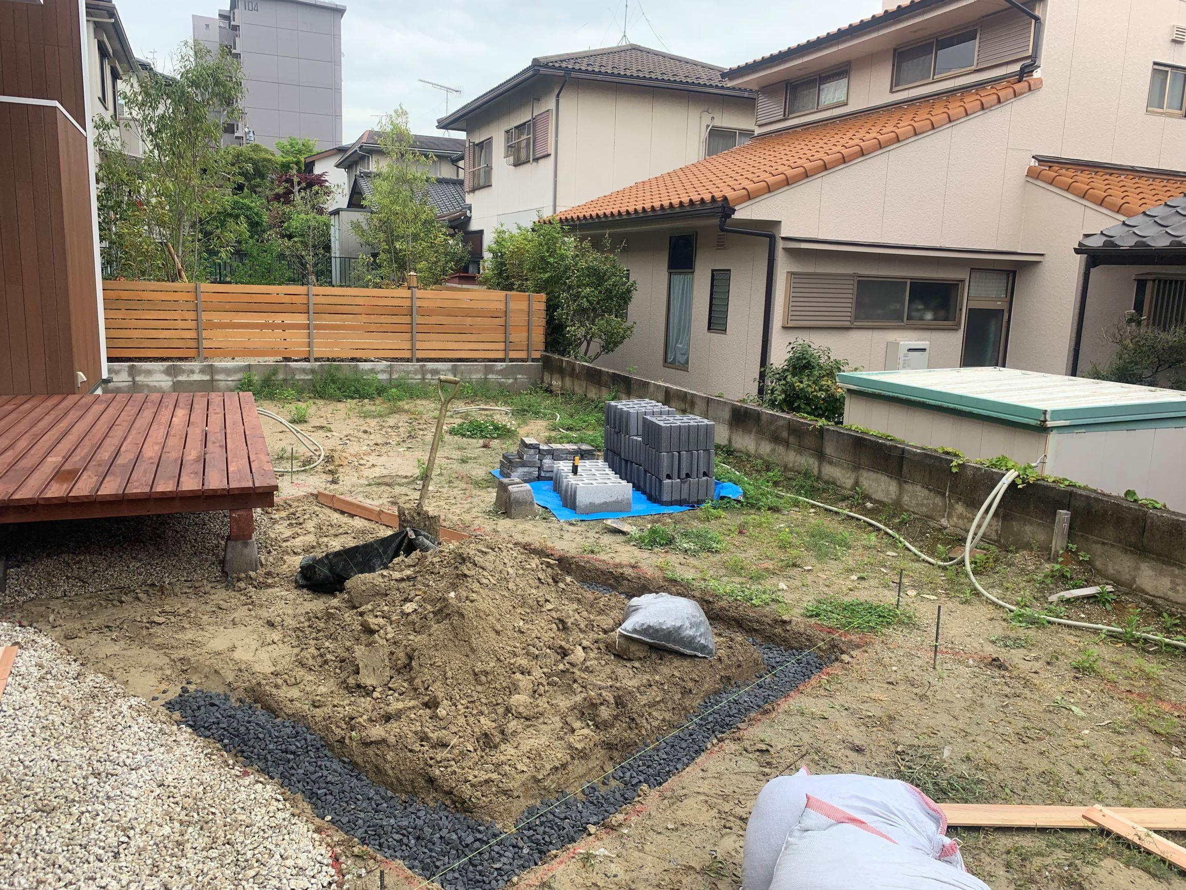 東郷自然石テラスの庭。ようやくスタート。のイメージ