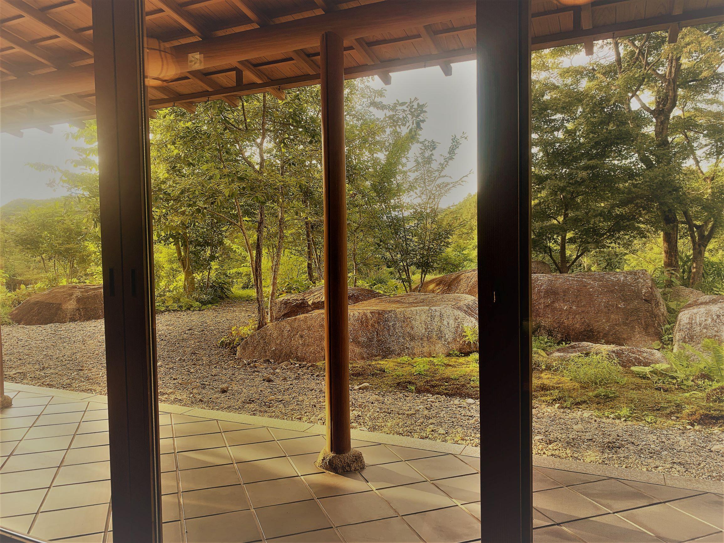 カフェから眺める和庭園。恵那寿や観音寺店。のイメージ